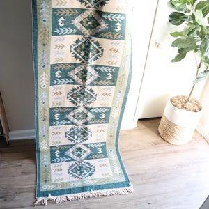 Vintage style kilim 🦋 runner. 9.3 x 2.5 feet